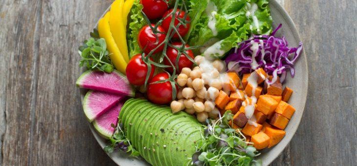 Składniki diety a skład mikrobioty jelitowej – czym się żywią dobre bakterie?